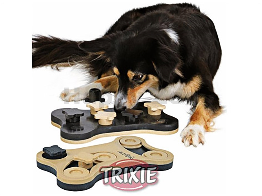 Hračka TRIXIE Dog Activity - Game Bone 31x20cm